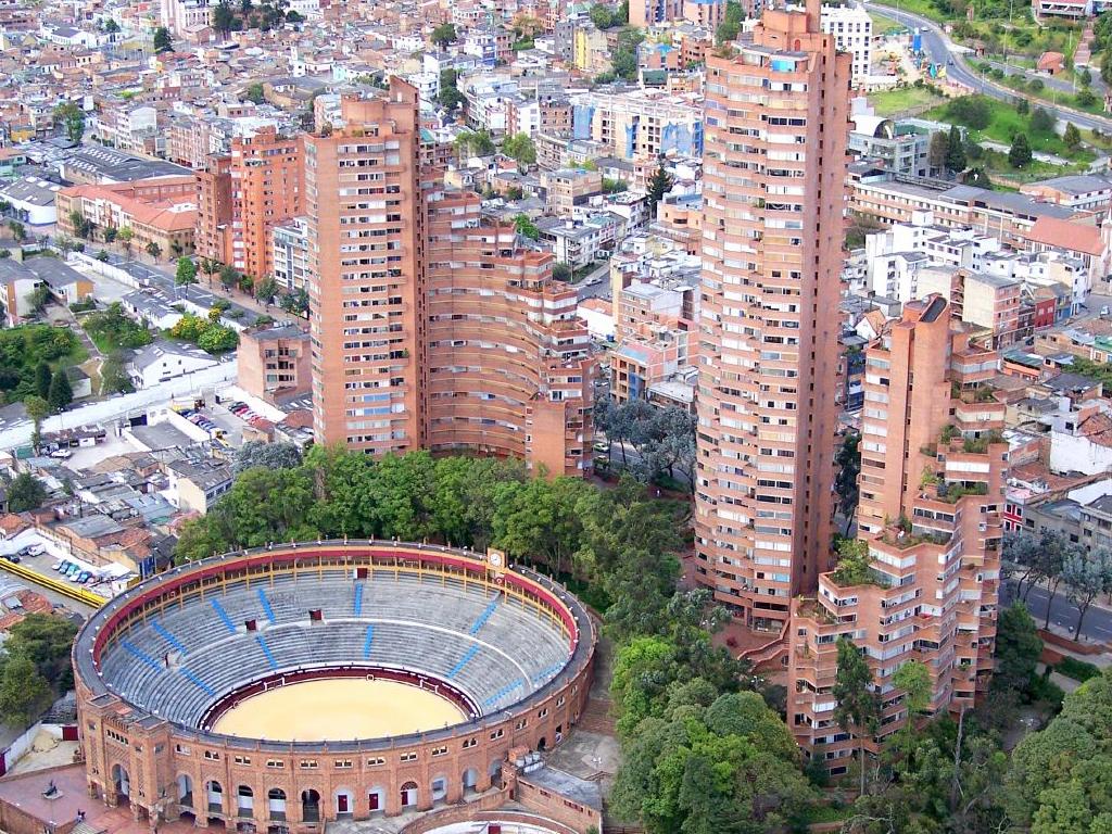 Pintores escultores y arquitectos colombianos rogelio for Arquitectos colombianos