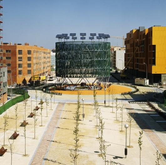 Árbol de aire en España produce energía y oxigeno