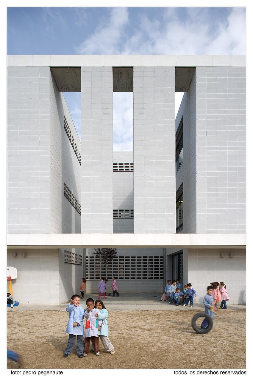 Escuela en granollers baas jordi badia espa a for Accesos arquitectura