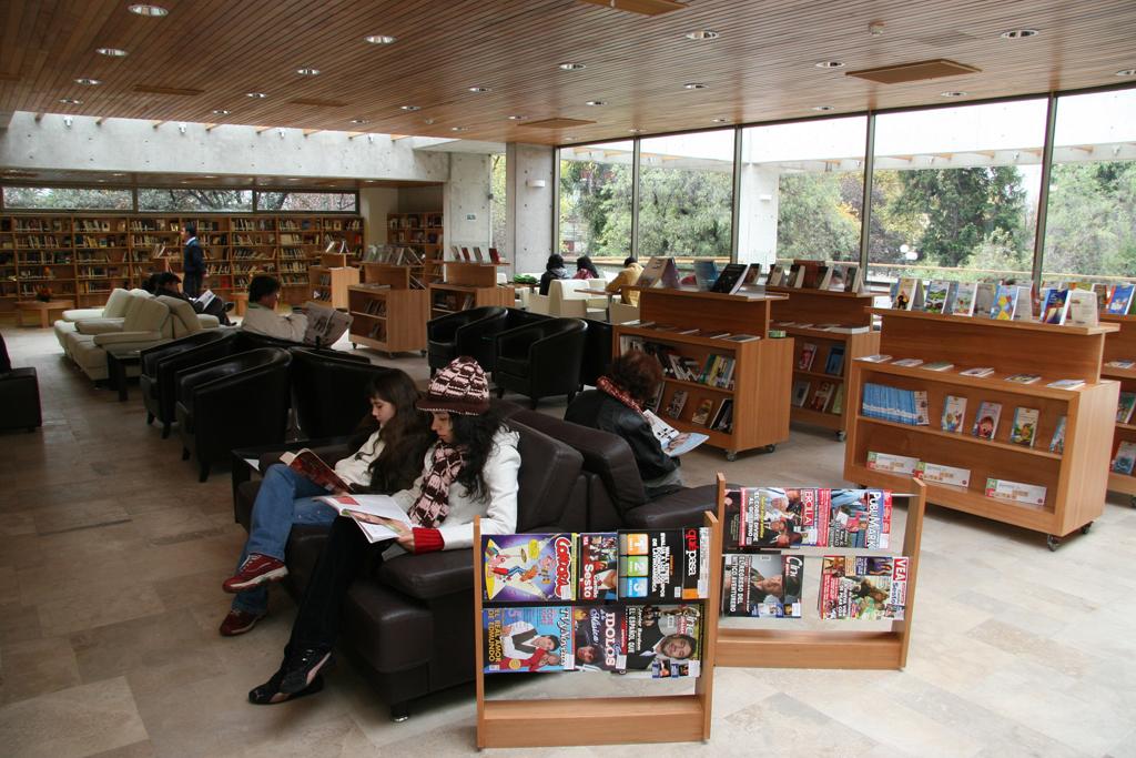 Cafe literario parque bustamante plataforma arquitectura for Decoracion de interiores de la escuela