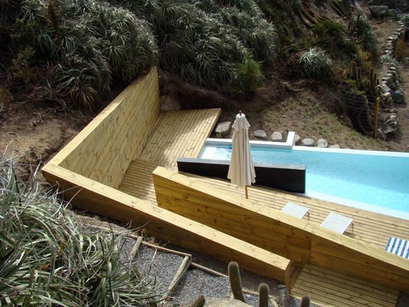 Swimming pool at quintay tom s garc a de la huerta for Piscina huerta de lara