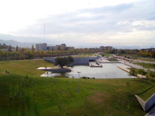 Parque central de mendoza b4fs arquitectos plataforma for Muebles peralta catalogo