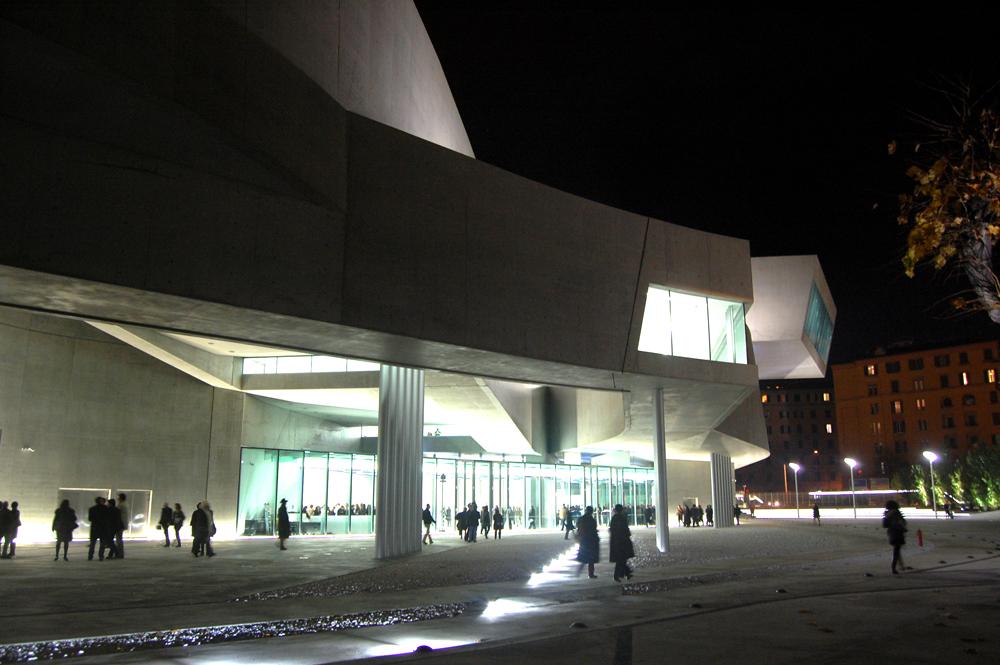 Inauguran el maxxi roma zaha hadid plataforma for Biblioteca maxxi