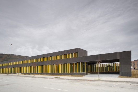 Escuela infantil javier larraz plataforma arquitectura - Arquitectos en pamplona ...