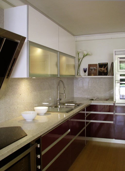 Cocina con Melamina Blanco Brillante (cajones superiores) - Tienda Rojo & Negro