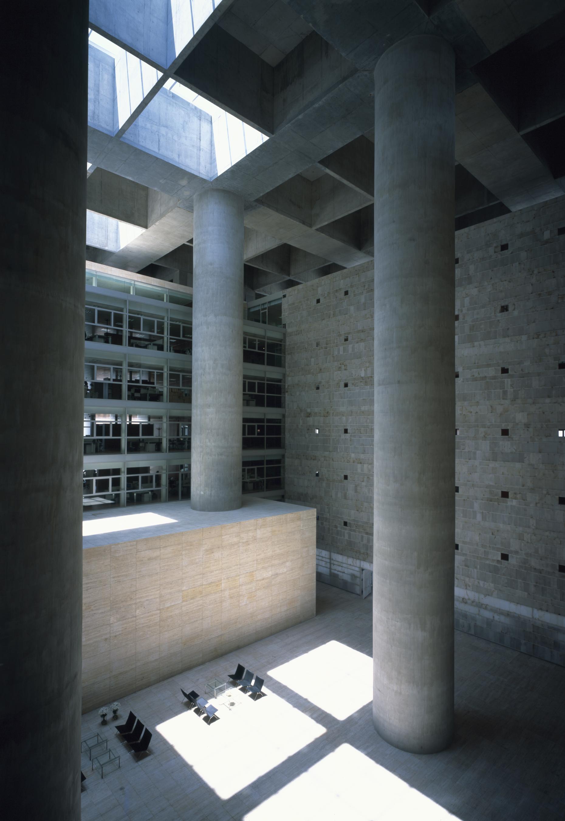 Cl sicos de arquitectura caja granada impluvium de luz alberto campo baeza plataforma - Caja granada en madrid ...