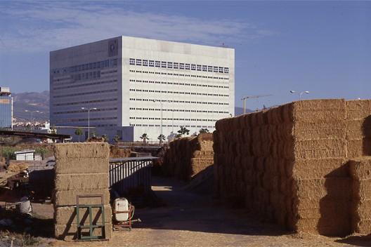 Cl sicos de arquitectura caja granada impluvium de luz for Caja de granada oficinas