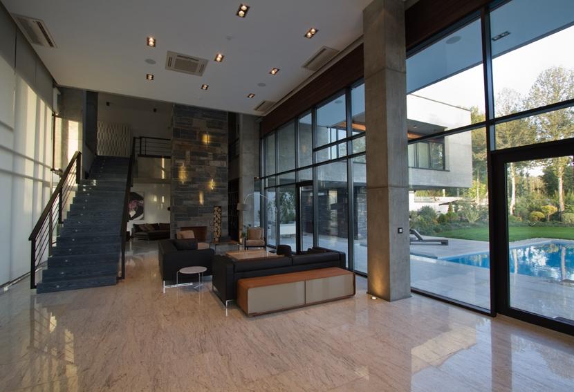 Casa de iran for Casa minimalista vidriada
