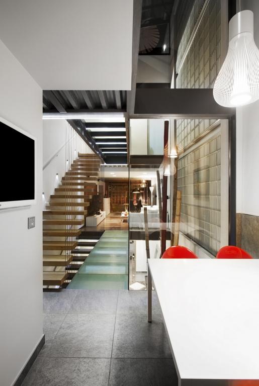 Galer a vivienda unifamiliar entre medianeras ferrolan for Fachadas de casas modernas entre medianeras