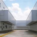 calle interna entre naves 02 y 03 Cortesía de LPG Oficina de Arquitectura