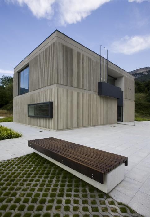 Casa consistorial del valle de all n ekain jim nez for Muebles bandera vivar catalogo
