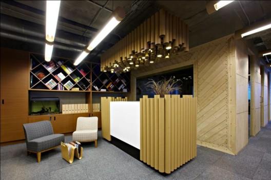 Toda una oficina dise ada con material reciclado for Office service material de oficina