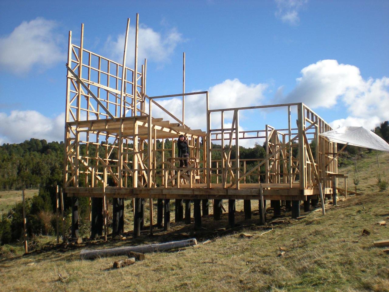 Galer a en construcci n casa refugio en trincao chilo - Maison ribatejo y atelier nuno lacerda lopes ...