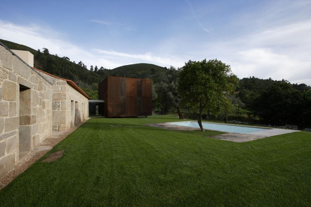 Casa en Sequeiros / Topos Atelier de Arquitectura (17) © Xavier Antunes