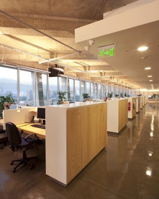 Oficinas hilti chile chauriye st ger arquitectos arquigeek for Oficina de empleo caceres