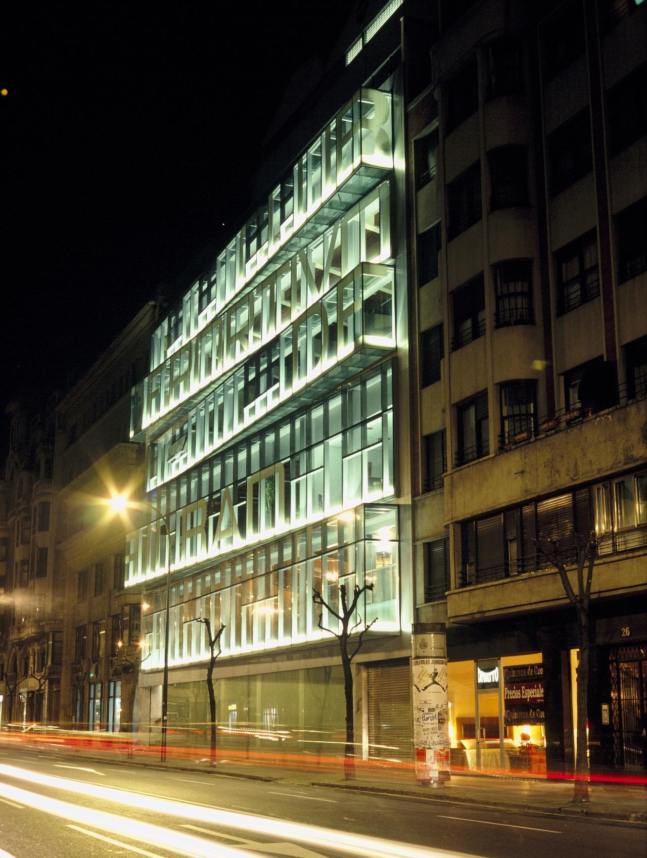 Fachada club deportivo bilbao gaz arquitectos - Estudios arquitectura bilbao ...