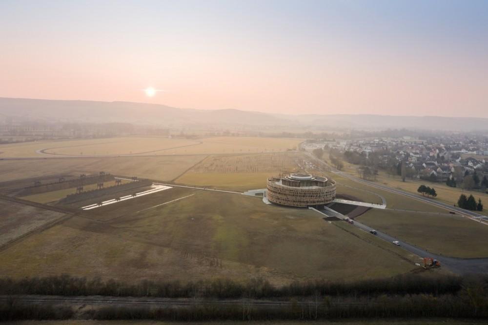 Centro de Visitantes Museo Alésia / Bernard Tschumi Architects  (14) © Iwan Baan