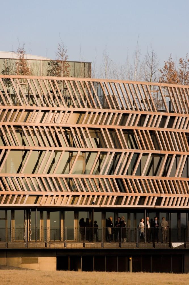 Centro de Visitantes Museo Alésia / Bernard Tschumi Architects  (11) © Iwan Baan
