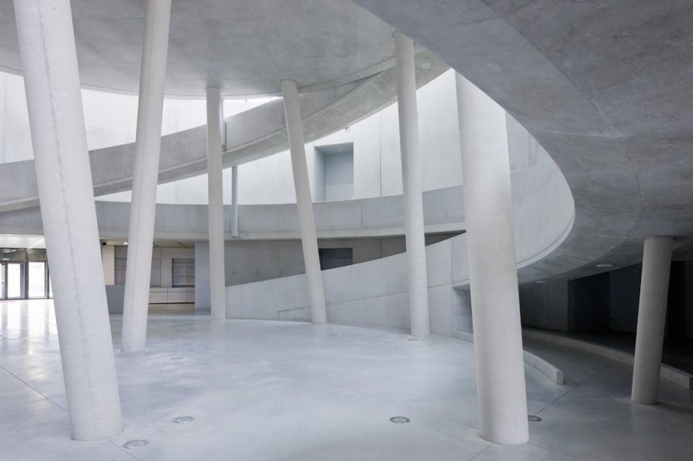 Centro de Visitantes Museo Alésia / Bernard Tschumi Architects  (5) © Iwan Baan