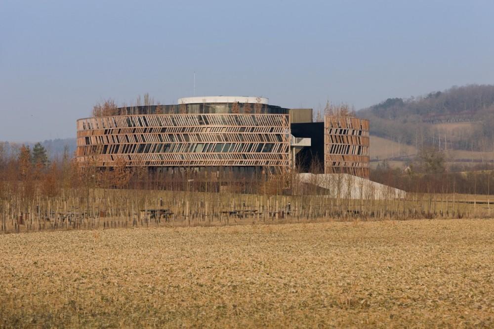 Centro de Visitantes Museo Alésia / Bernard Tschumi Architects  (2) © Iwan Baan