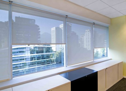 Aplicacion de cortinas roller quantum en oficinas orizon for Banc sabadell pisos