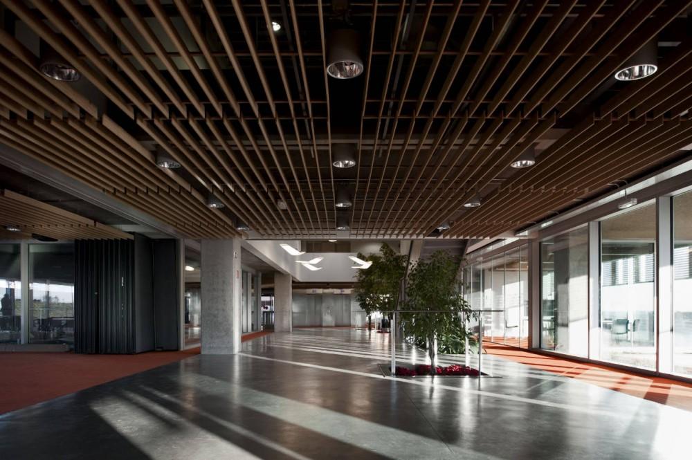 Oficinas idom de madrid acxt arquitectos planos de - Arquitectura de interiores madrid ...