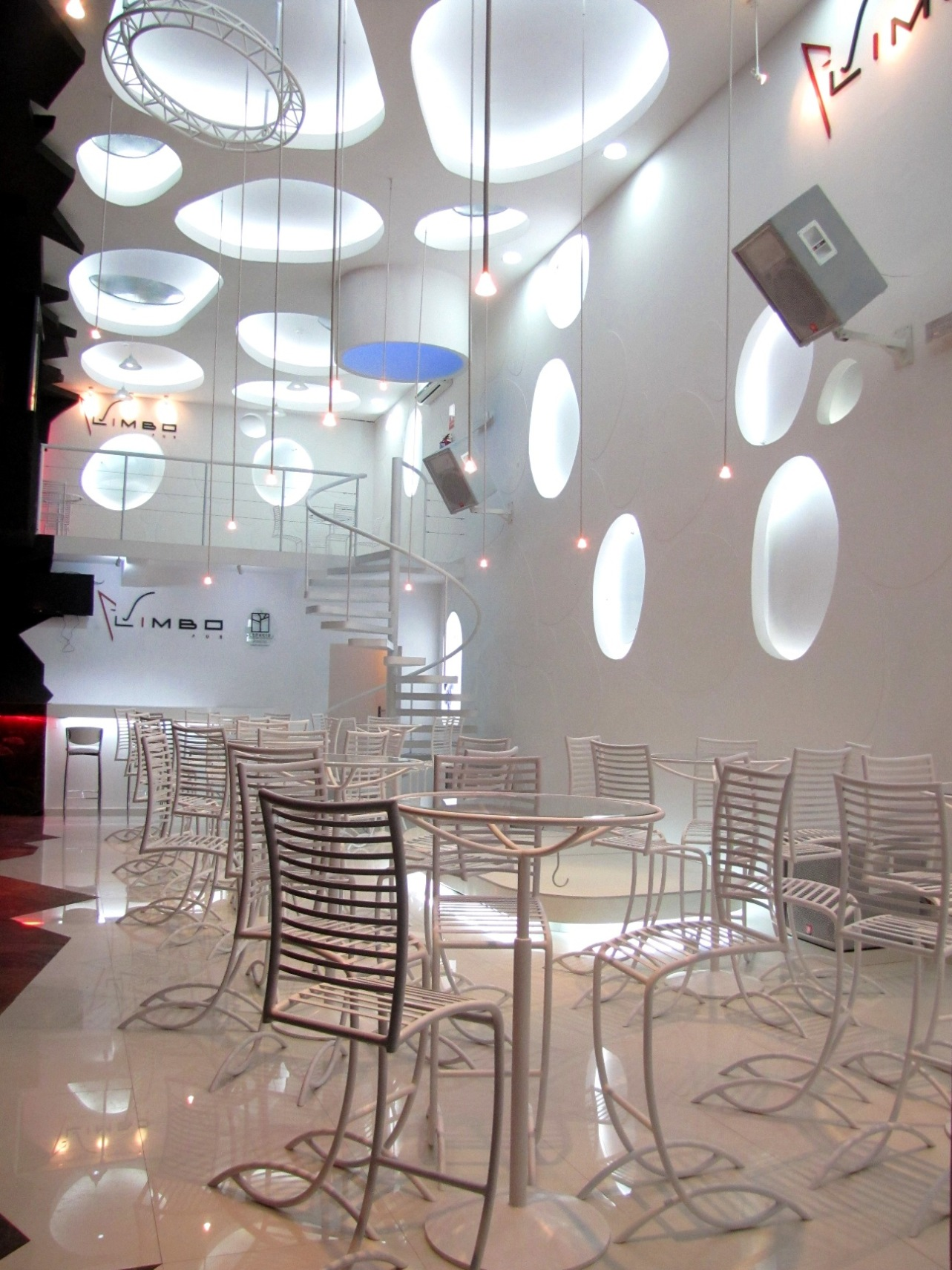 Galer a limbo pub espacio s r l arquitectura - Bauhaus iluminacion interior ...