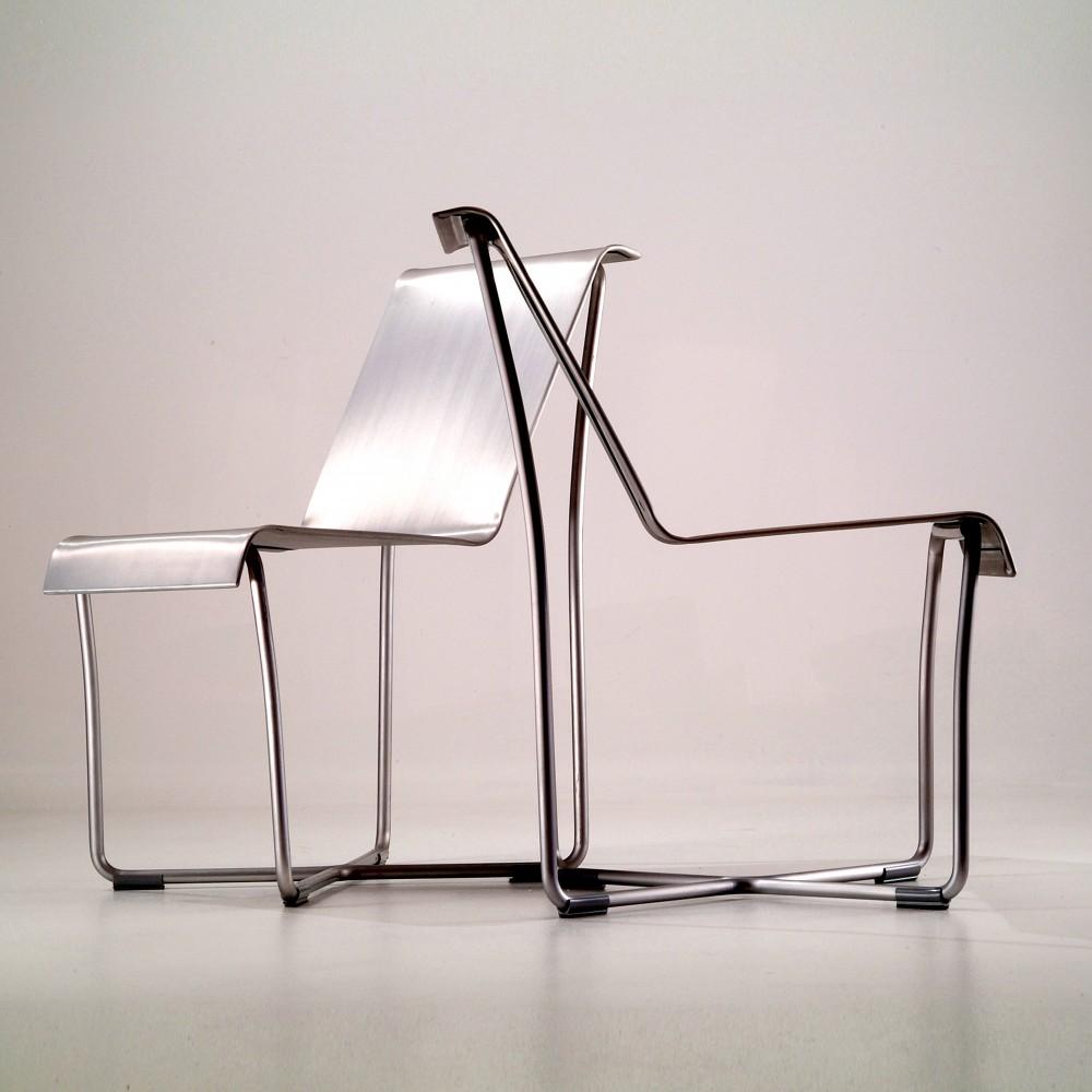 """""""En esta ocasión Officio Mondó nos presenta su nueva línea de sillas y mesas Emeco, destacada empresa americana de diseño contemporáneo que utiliza el aluminio como material de trabajo.""""   Sillas y Mesas en aluminio Emeco 1339972809 officio mond   emeco 5"""