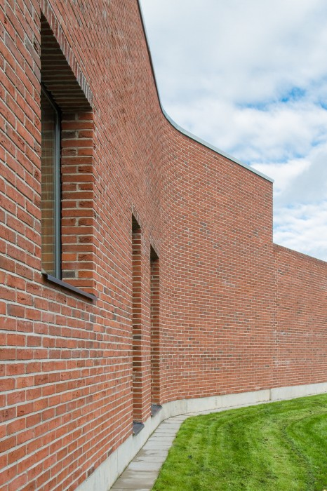 Brick_wall_and_window_detail