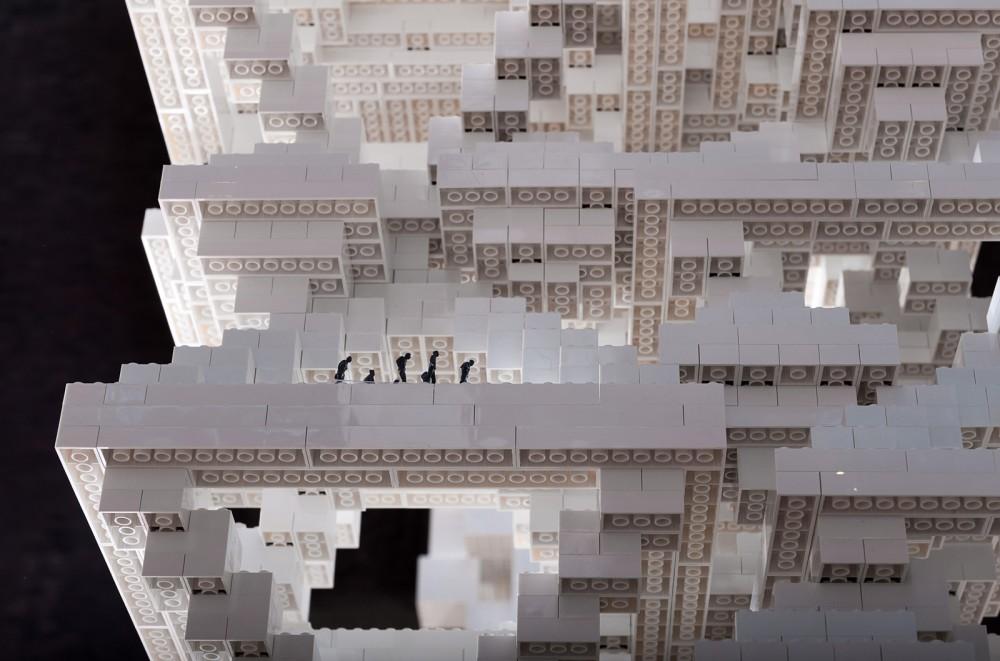 """MVRDV Expone """"Ciudad Porosa"""" con Legos en Cannes © Frans Parthesius"""