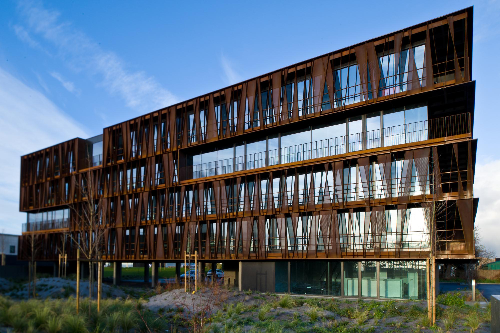 Steel band atelier arcau plataforma arquitectura for Atelier arquitectura