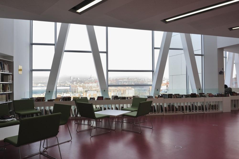 Public library Ana María Matute / RSP arquitectos © Alfredo Arias
