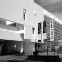 Happy Birthday Richard Meier! Museo de Arte Contemporáneo de Barcelona, España. Cortesía de Wikimedia Commons