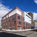 Happy Birthday Richard Meier! 230 Halsey Street, Newark, New . Imagen © Steven Size, Cortesía de Richard Meier & Partners