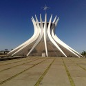 Um ano sem Oscar Niemeyer Catedral de Brasília. Image ©  Gabriel Tavares, via Flickr