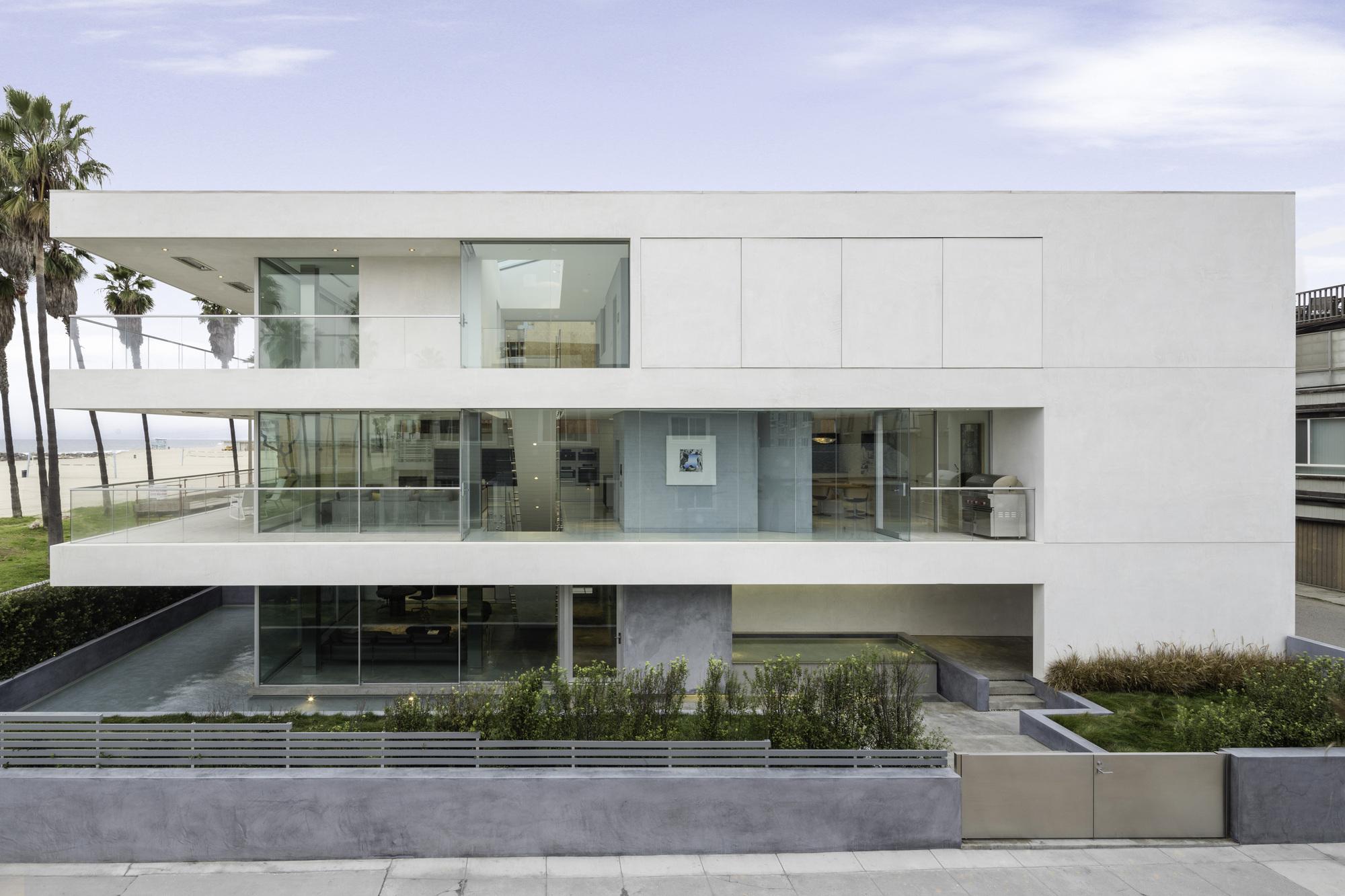Flip flop house dan brunn architecture plataforma for What is a flip house