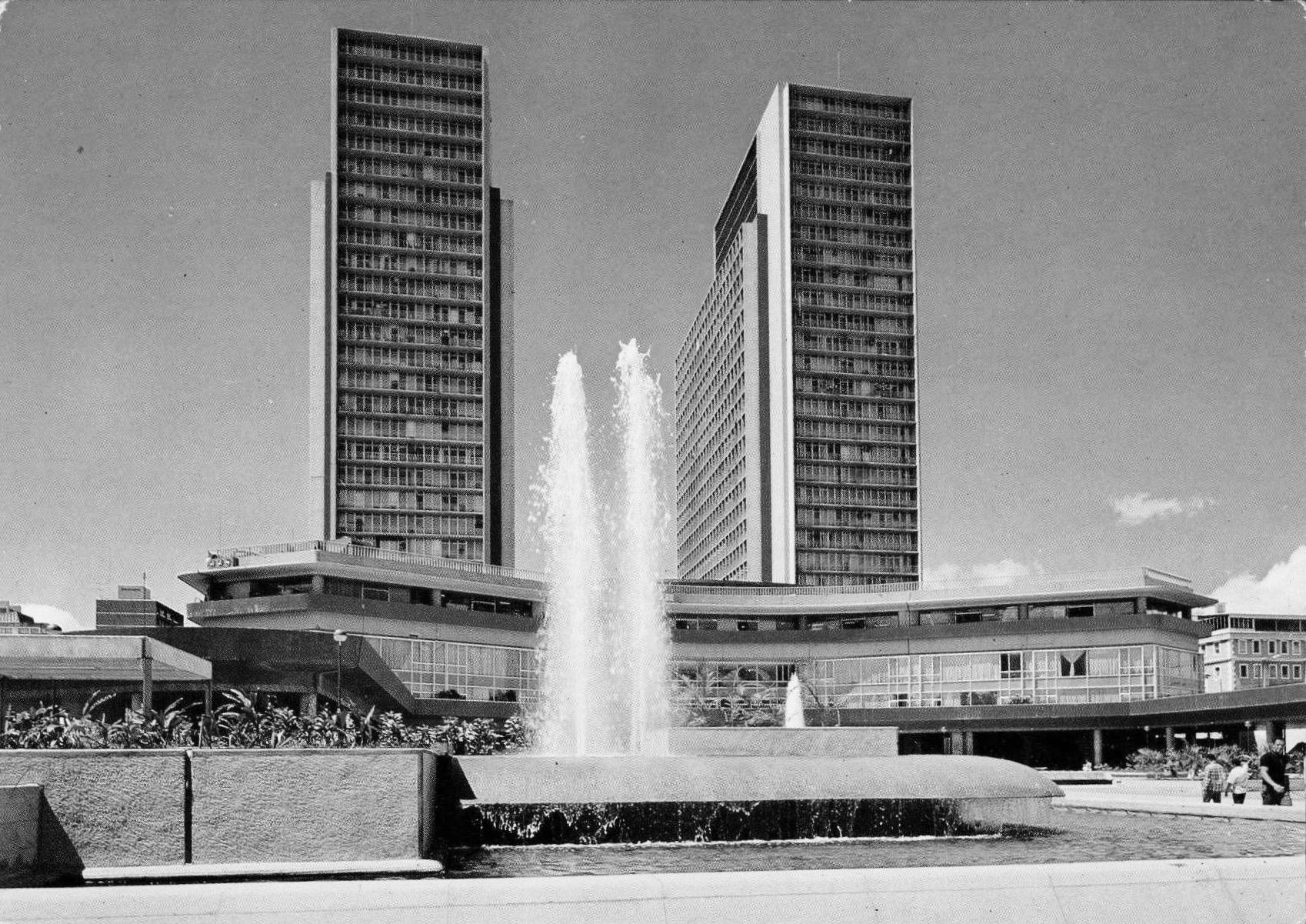Ad classics torres de el silencio cipriano dom nguez for Plataforma de arquitectura