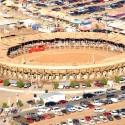 """""""La Petatera"""" en México: una plaza de toros temporal de madera, cuerdas y petates © Carlospopis, Vía Panoramio"""