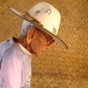 """""""La Petatera"""" en México: una plaza de toros temporal de madera, cuerdas y petates Revestimiento de Petates. Image © Vía Albertina.com.mx"""