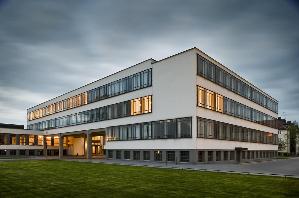 Galer a cl sicos de arquitectura edificio de la bauhaus - Bauhaus iluminacion interior ...