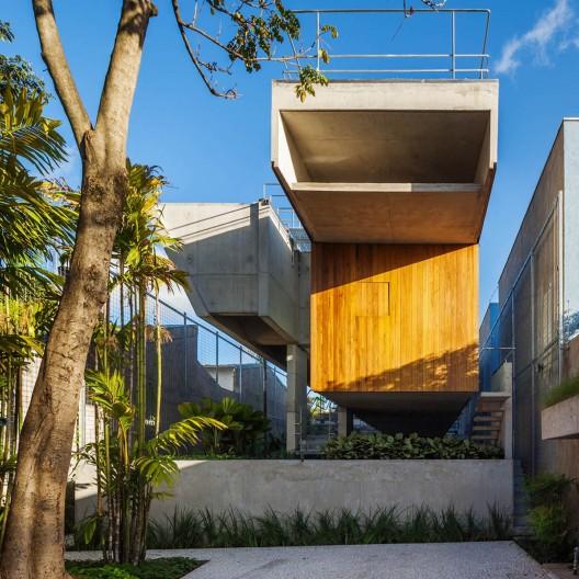Las 30 obras premiadas en la ix bienal iberoamericana de for Nurdachhaus bauen