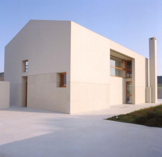 Casa en gardelegui roberto ercilla arquitectura planos for Arquitectura planos de casas gratis